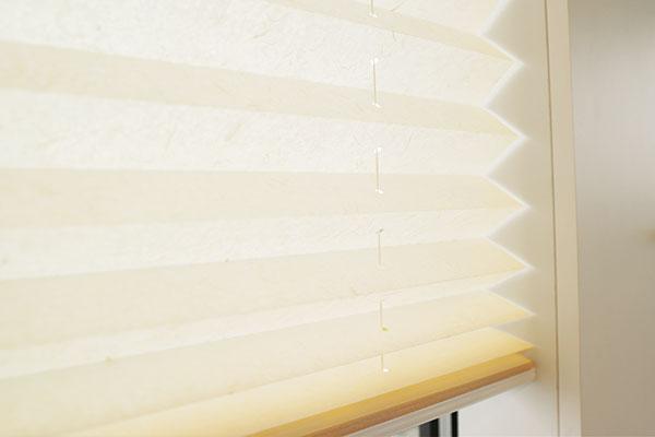 plissees an wand oder decke mit schrauben befestigen. Black Bedroom Furniture Sets. Home Design Ideas
